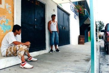 Los vigilantes de la entrada. Chimalhuacán, EDOMEX 2008.