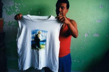 Llegamos a creer que un poder superior a nosotros mismos podría devolvernos el sano juicio. Chimalhuacán, EDOMEX 2008.