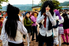 Ánima acomodándose la mascara. Zoquitipán, Hidalgo 2016.