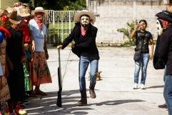 Ánimas enmascaradas danzan para engañar a la muerte I. Huejutla Centro, Hidalgo 2014.