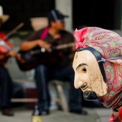 Ánimas enmascaradas danzan para engañar a la muerte IV. Huejutla Centro, Hidalgo 2014.