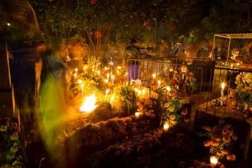 Velada en el panteón de Atzompa, Oaxaca 2018.
