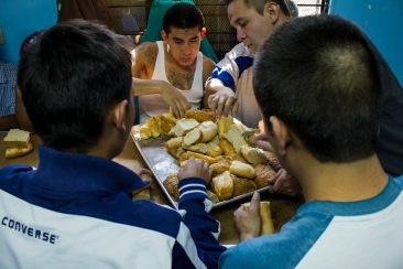 La hora de la comida II. Chimalhuacán, EDOMEX 2010.
