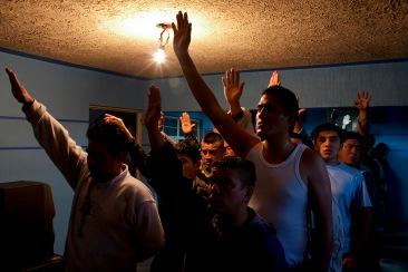 Internos haciendo oración I. Chimalhuacán, EDOMEX 2011.